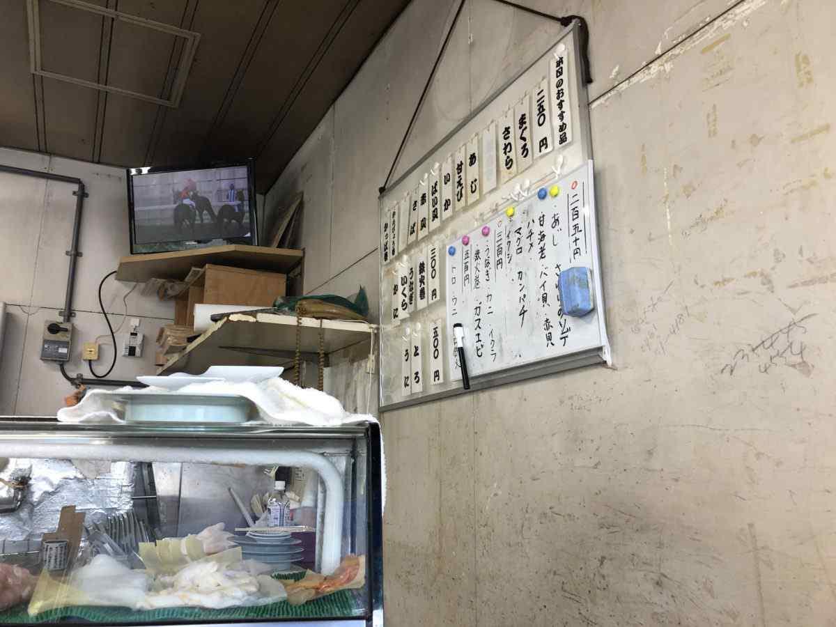 金沢玉寿司の店内