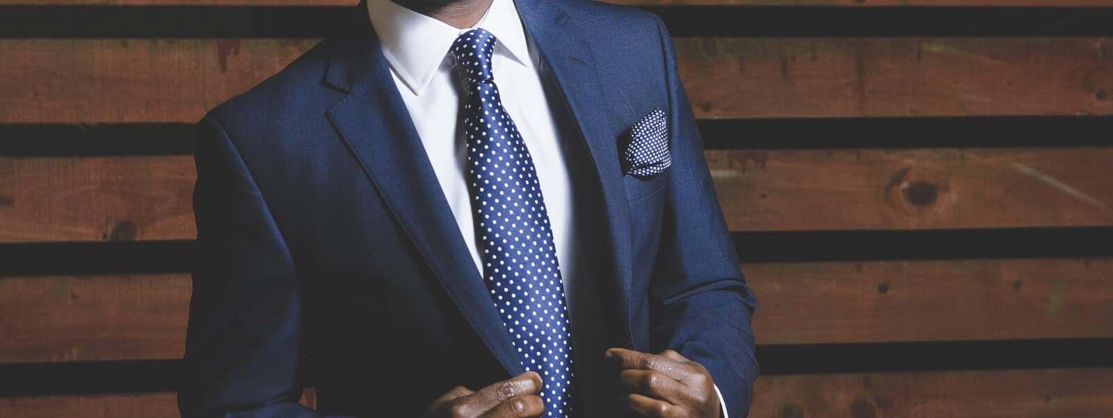 馬主席の男性ドレスコード